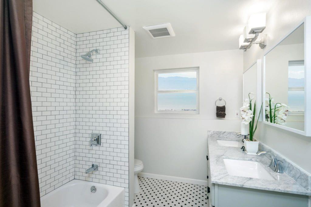 A beautiful hotel bathroom