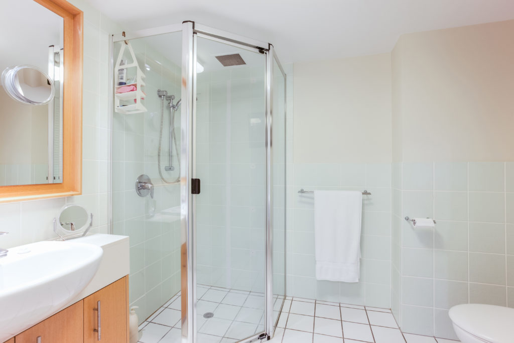 hotels-with-walk-in-showers-03
