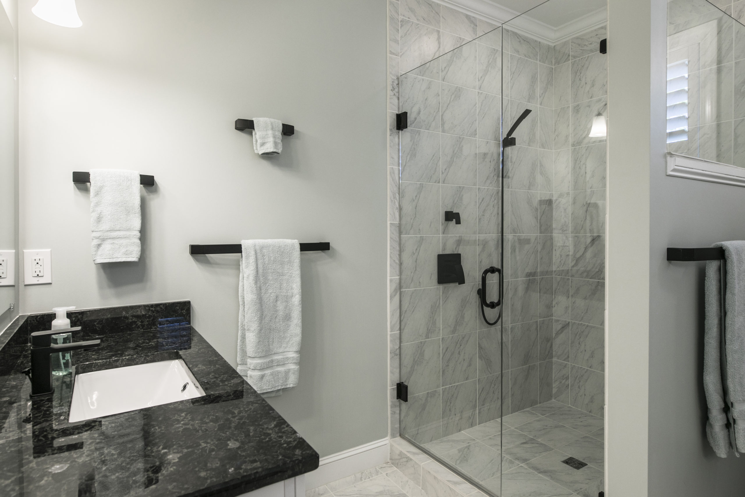 hotels-with-walk-in-showers-01